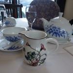 サロン・ド・テ ロザージュ - セットは、コーヒーか紅茶が選べます。