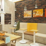 ラ・ブランジュリ・キィニョン - 店内には、カフェスペースもございます!
