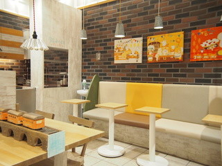 ラ・ブランジュリ・キィニョン エキュート立川店 - 店内には、カフェスペースもございます!
