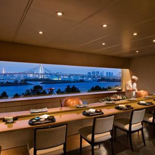 絶景が眺められる10席だけの天ぷらカウンター