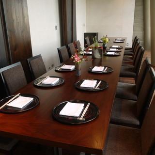 接待や会食、またお祝い事や法事などにもご利用頂ける個室