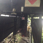 伴天連 - 入り口のトンネル、、昔は猿がいました(笑)お客さんを引っ掻いて前オーナーが剥製にしました(笑)