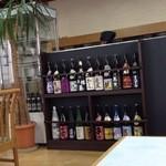増田屋 - 内観(日本酒の品揃え)