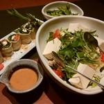 きはちらくはち - 「枝豆」「湯葉巻きサラダ」「豆腐とササミのヘルシーサラダ」