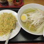 味源 - 鶏肉ネギラーメン+ネギ炒飯のラーメンセット@800円