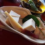 鬱花 - 高野豆腐の含め煮、ミョウガの酢の物、豆腐の味噌漬け