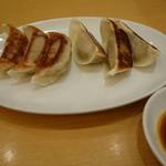 味仙 - 2016.04 ちょっと行儀の悪い餃子(518円)←通常店なら450円