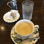 珈琲屋らんぷ  - コーヒー お約束の豆菓子が付きます^^v