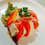 カロスキューマ - チーズ豆腐のカプレーゼ