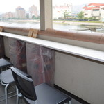 カロスキューマ - 武庫川を眺めるテラス席
