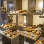 パンとエスプレッソと - たくさんの種類のパンをご用意しております
