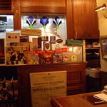 501632 - カウンターから奥の厨房方向を望む