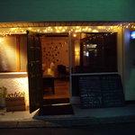 カームス - カームスカフェ(代々木上原):商店街はずれの店構え