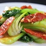 青菜と腸詰めの炒め物