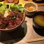 どったんば - 牛はらみステーキ丼(ご飯大盛無料) 800円