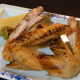 鶏の旨みを引き出す料理の数々をゆっくりご堪能ください