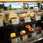 タリーズコーヒー - セルフ式なのでカウンターで注文&お会計をするよ。  ちびつぬ「ちびつぬはドーナツが食べたい~」