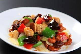 中国料理 ロータスダイニング - 鶏肉がやわらかくてナッツが香ばしい。