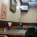フクノヤ - テーブル席の様子