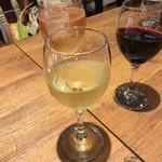 貝と白ワインのバル KAKIMARU - 乾杯
