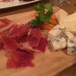 50119844 - ハモンセラーノとチーズの盛り合わせ