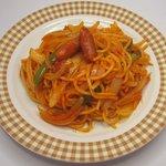菊屋食堂 - 料理写真:昔懐かしい、太麺を使ったナポリタン