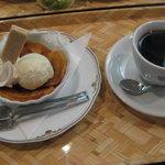 万茶ン - 太宰ブレンドと焼きりんごのアイスクリーム添えのセット850円