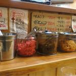 山下商店 - 紅生姜  高菜  もやし  メニューは味のある手書き