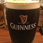 スコティッシュ パブ ブリッジェンド - アイルランドのギネスビール 東大阪で樽生を飲めるのは当店だけ!樽生ギネス独特のクリーミーな泡を是非ご賞味ください。