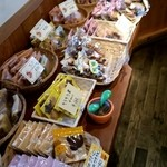 もみの樹 - 店内の焼菓子