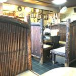 ゑがほ食堂 - 店内は、こけしの街らしく、木がふんだんに使われています。