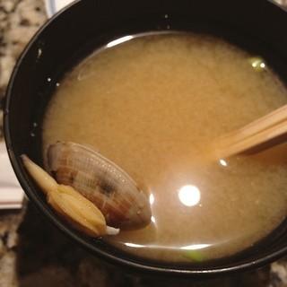 鮨 後楽 - お味噌汁は浅利