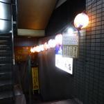 酒の穴 - 提灯のある階段から