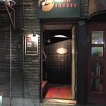 バーホッパー - 店舗は階段で2階