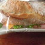 50135373 - ハムとチーズとレタスのバゲット