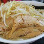 自家製太麺 ドカ盛 マッチョ - ラーメン 中  野菜ちょい増し ニンニクなし