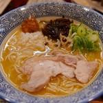 濃厚鶏白湯ラーメン 美空 - 超濃厚鶏白湯ラーメン(880円)
