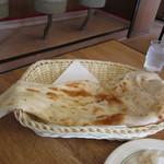インド・パキスタン料理&カフェ ナイル - ナン