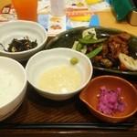 ガスト - 鶏肉と野菜の黒酢あんかけ。