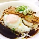 麺々わっしゅ!! - ✨前菜✨300yen 目玉焼き2個、各焼豚、モヤシ  なんというコスパ高◝(⁰▿⁰)◜