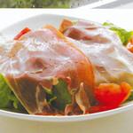 イタリア産生ハムのサラダ