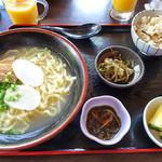 琉球茶房あしびうなぁ - 沖縄そば定食(800円)