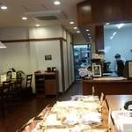 おこめパン&カフェMAGOME - 店内の様子、イートインもありました