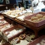 おこめパン&カフェMAGOME - 惣菜パンもありました