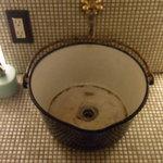 nR table - お手洗いの洗面台が面白くて。(笑)