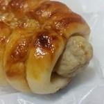 おこめパン&カフェMAGOME - 「つくねドッグ (180円)」、中にはかなりぶっといつくね
