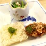 酒房まじょらむ - 『筍の煮凝り、水菜の煮びたし、アボガドの唐揚げ』様、筍の煮こごりなんて初めてですがこれが食感も塩分も申し分ない!