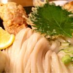 うどん 色彩 - 鶏玉天ぶっかけ830円