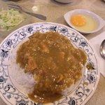 スマトラ - スマトラカレー、玉子、キャベツサラダ