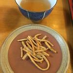 おおわ田 - 最後にサービスで出されたそばチップとお茶